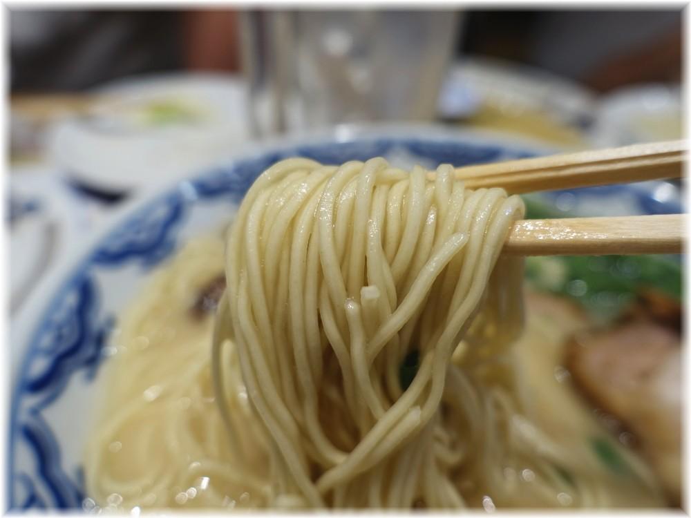 博多らーめん食堂由丸 博多らーめんの麺