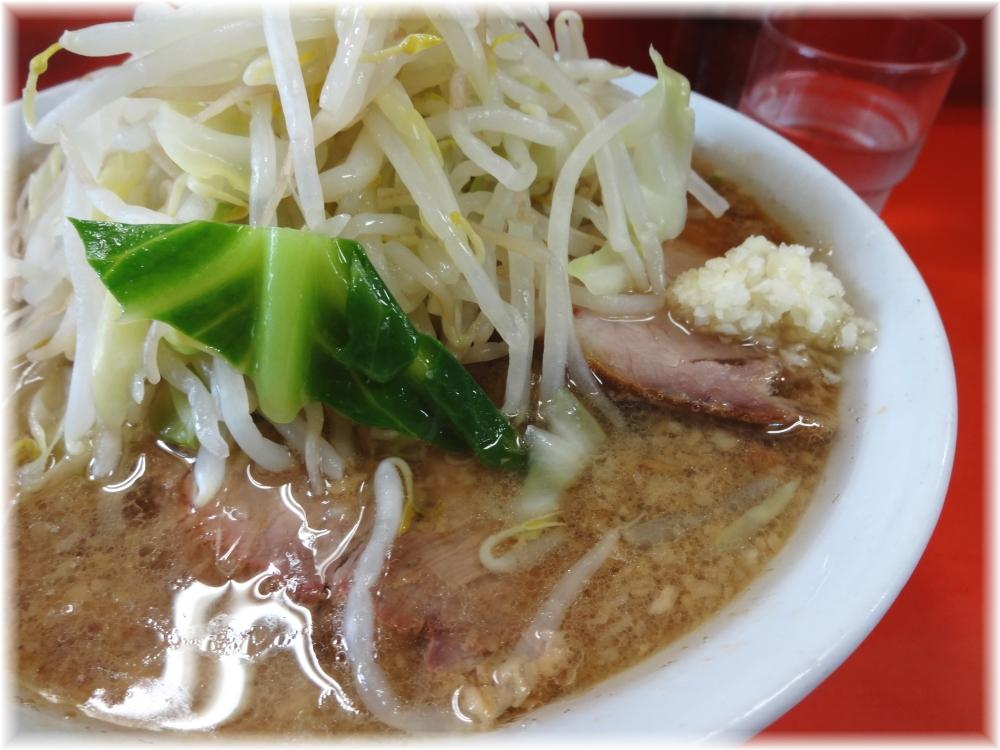 神保町二郎 ラーメン小(麺少なめ)のスープ