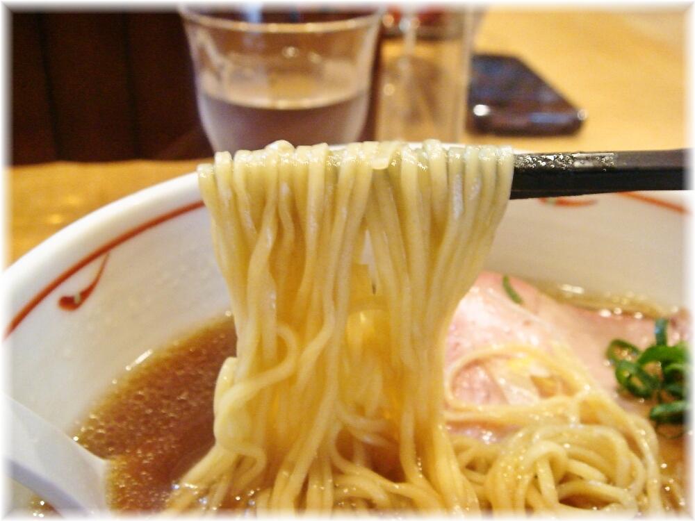 蔦 醤油らぁ麺の麺