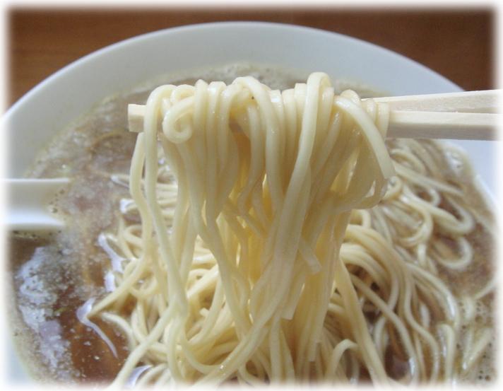 中華そば 伊藤 中華そば(大盛り・つゆ増し)の麺