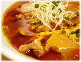 麺創研かなで 酸辣湯麺のスープ