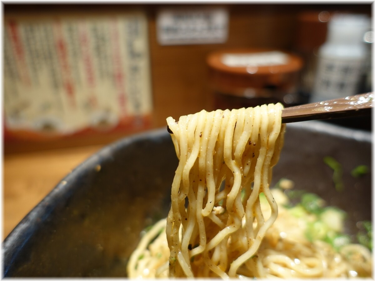 キング軒神田スタンド 汁なし担担麺3辛にセロリトッピングの麺