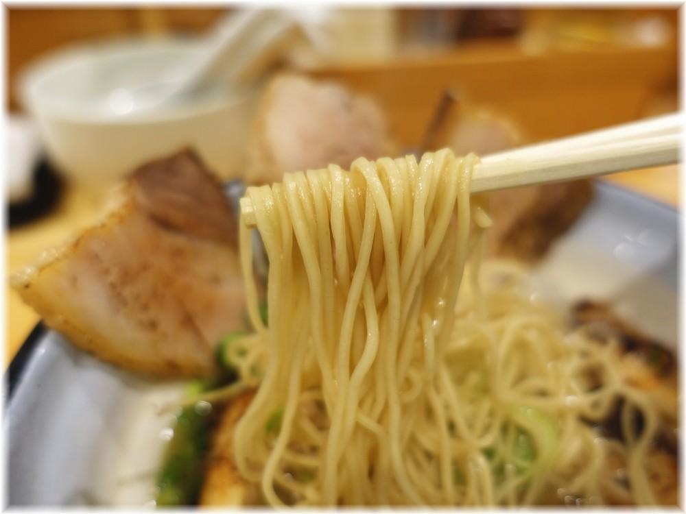 めんや正明 鰤チャーシュー麺(醤油)の麺