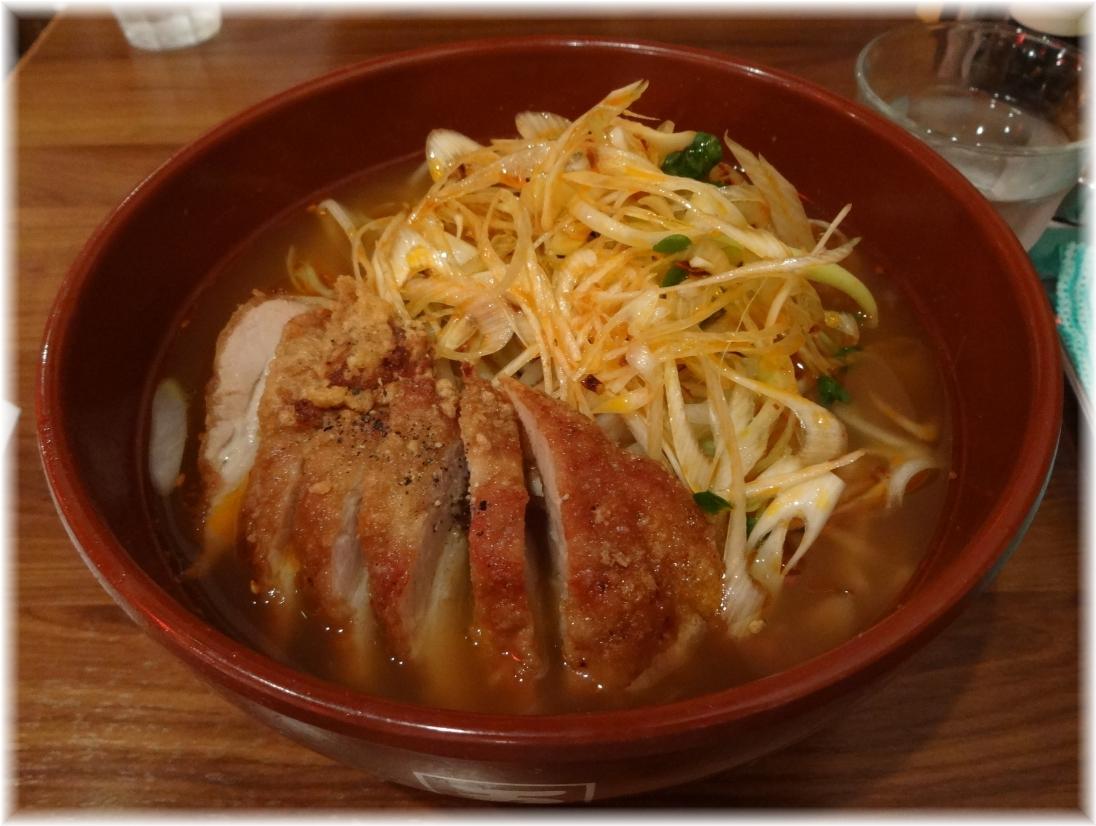 万世麺店霞が関店 排骨辛菜麺