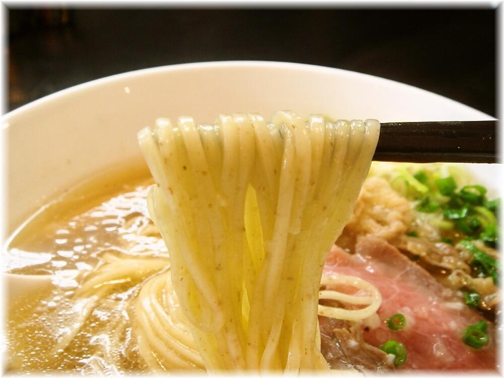 マタドール 贅沢焼牛らぁ麺(塩)の麺