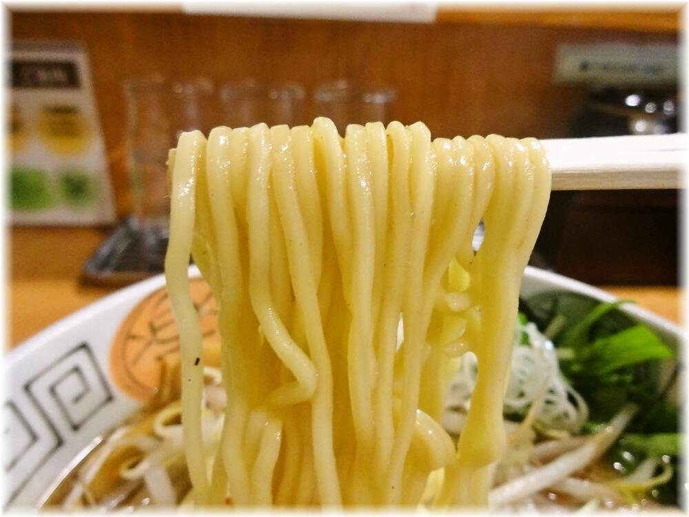 十味や 白味噌味玉らーめんの麺