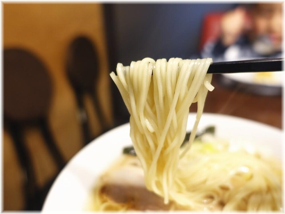 うめ川 中華そばの麺