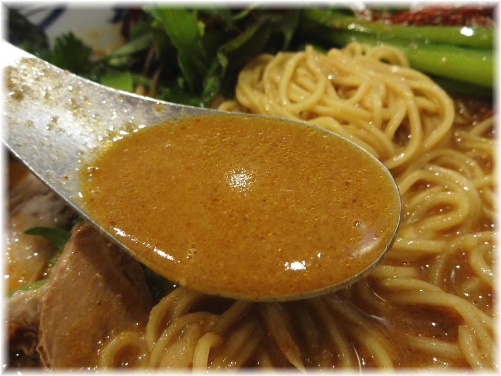 瀬佐味亭 金の担担麺のスープ
