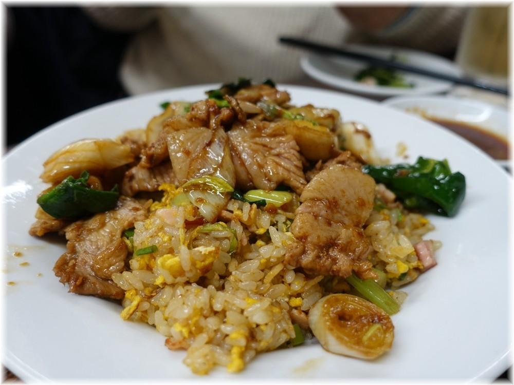 新珍味 肉片炒飯(肉盛りチャーハン)