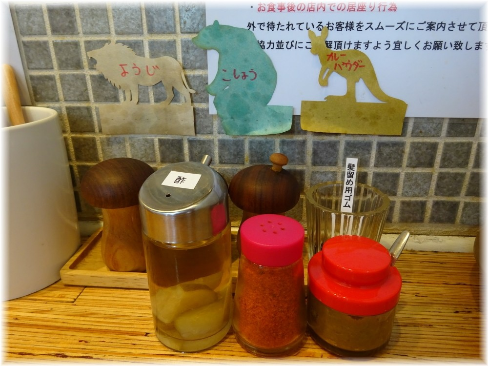 NOODLE STOCK 鶴おか 卓上の調味料