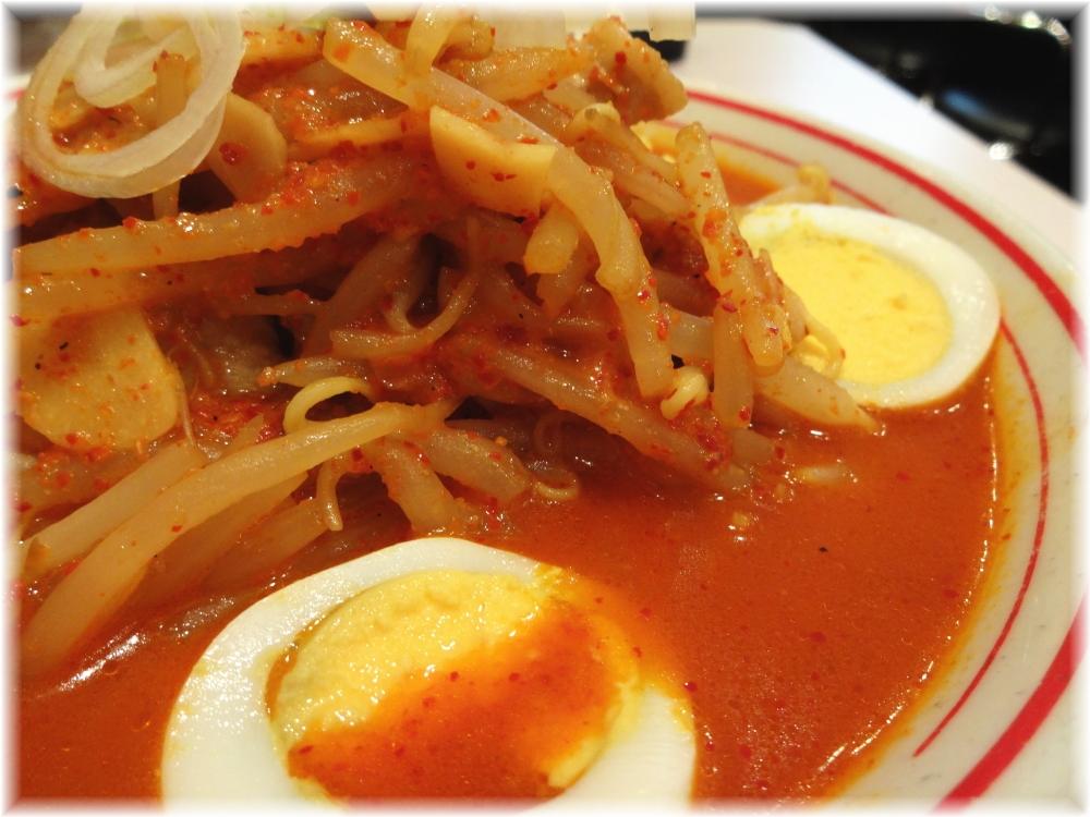 蒙古タンメン中本新宿 味噌卵麺のスープ