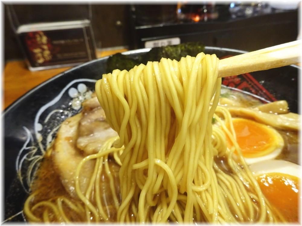 神仙品達店 味玉豚骨らーめんの麺