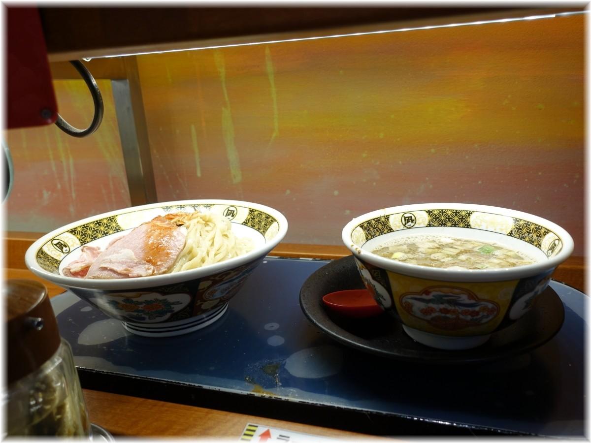ラーメン凪大宮店3 空飛ぶレーンからつけ麺