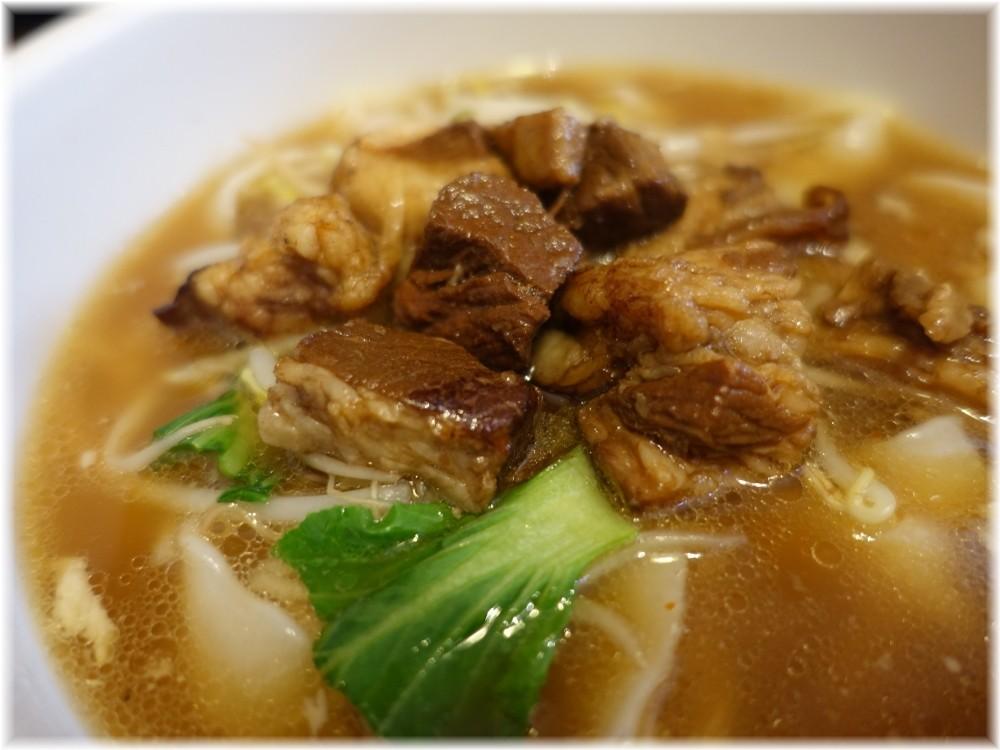 慶珍楼 牛バラ刀削麺の具