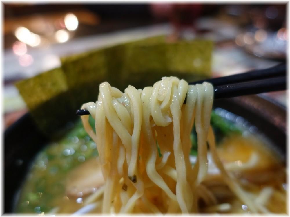 石川家2 味噌ラーメンの麺