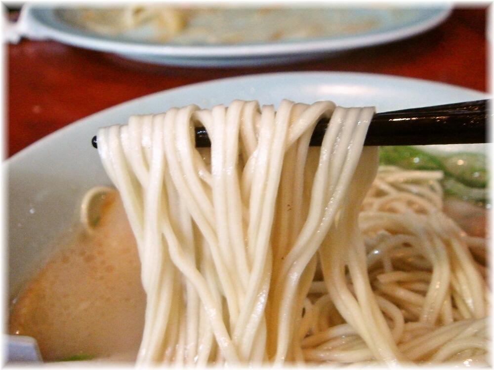 博多荘 元祖ワンタン麺の麺