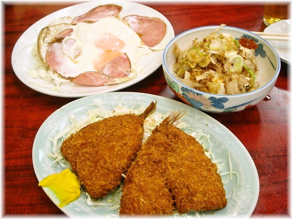 中華料理日の出 ハムエッグ、アジフライ、おしんこ