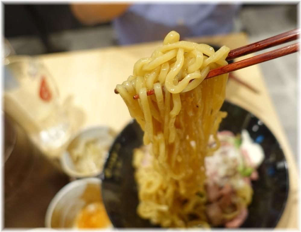 ビースト新橋店 ローストビーフ油そばの麺