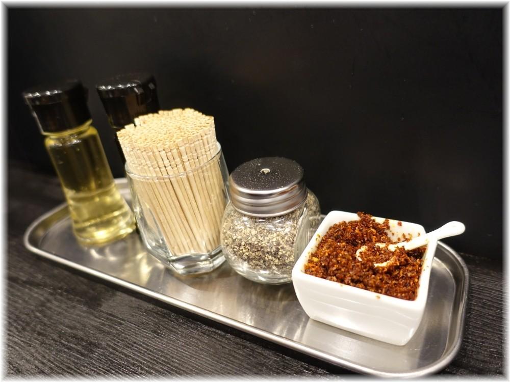 麺屋笹苑 卓上の調味料