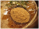 博多元助 つけ麺の上の魚粉