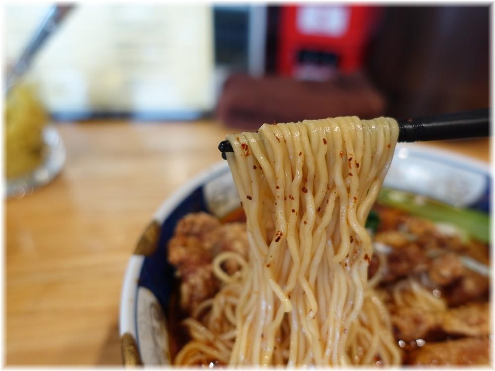 支那麺はしご赤坂店2 排骨酸紅麺の麺