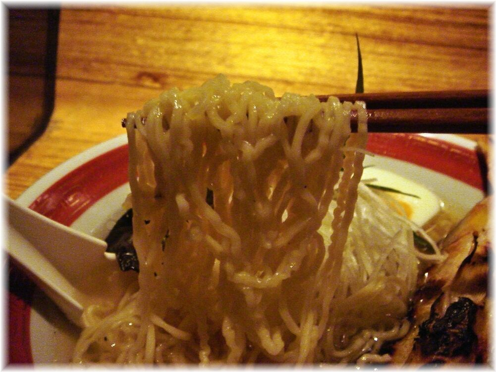 鮎ラーメン 鮎まるごとラーメンの麺