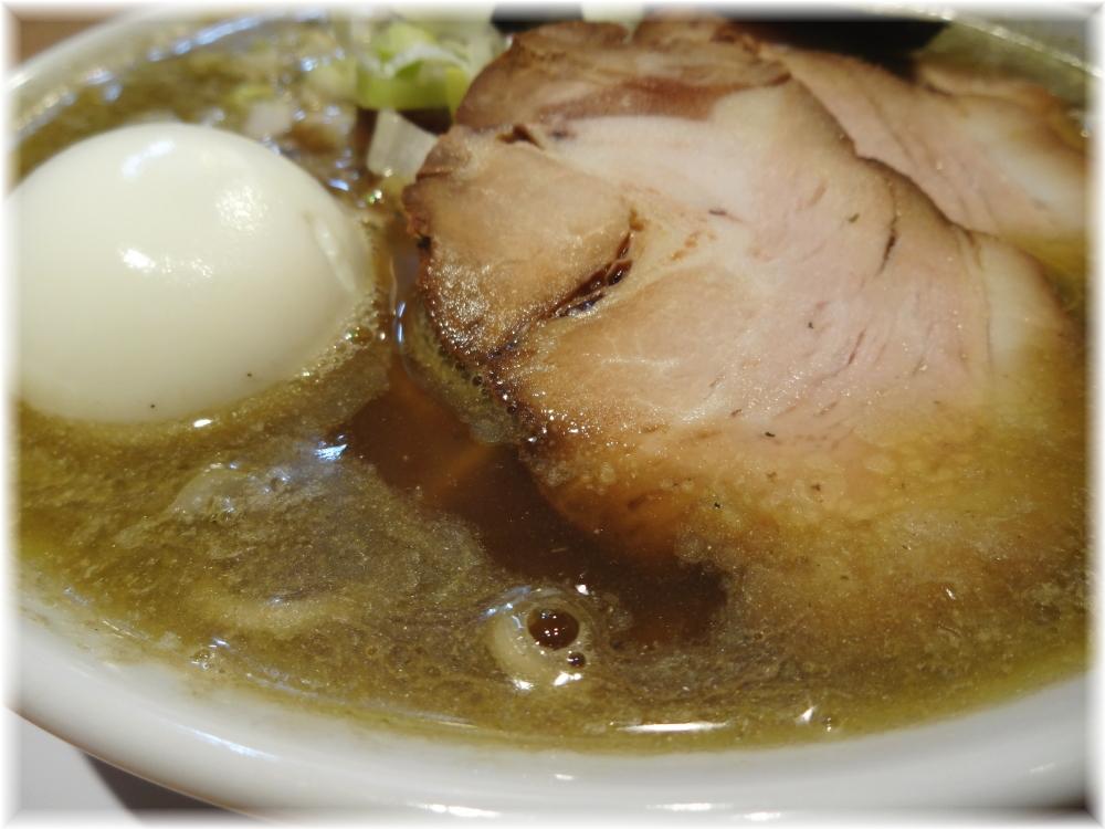 つじ田奥の院 煮干蕎麦(上)のスープ