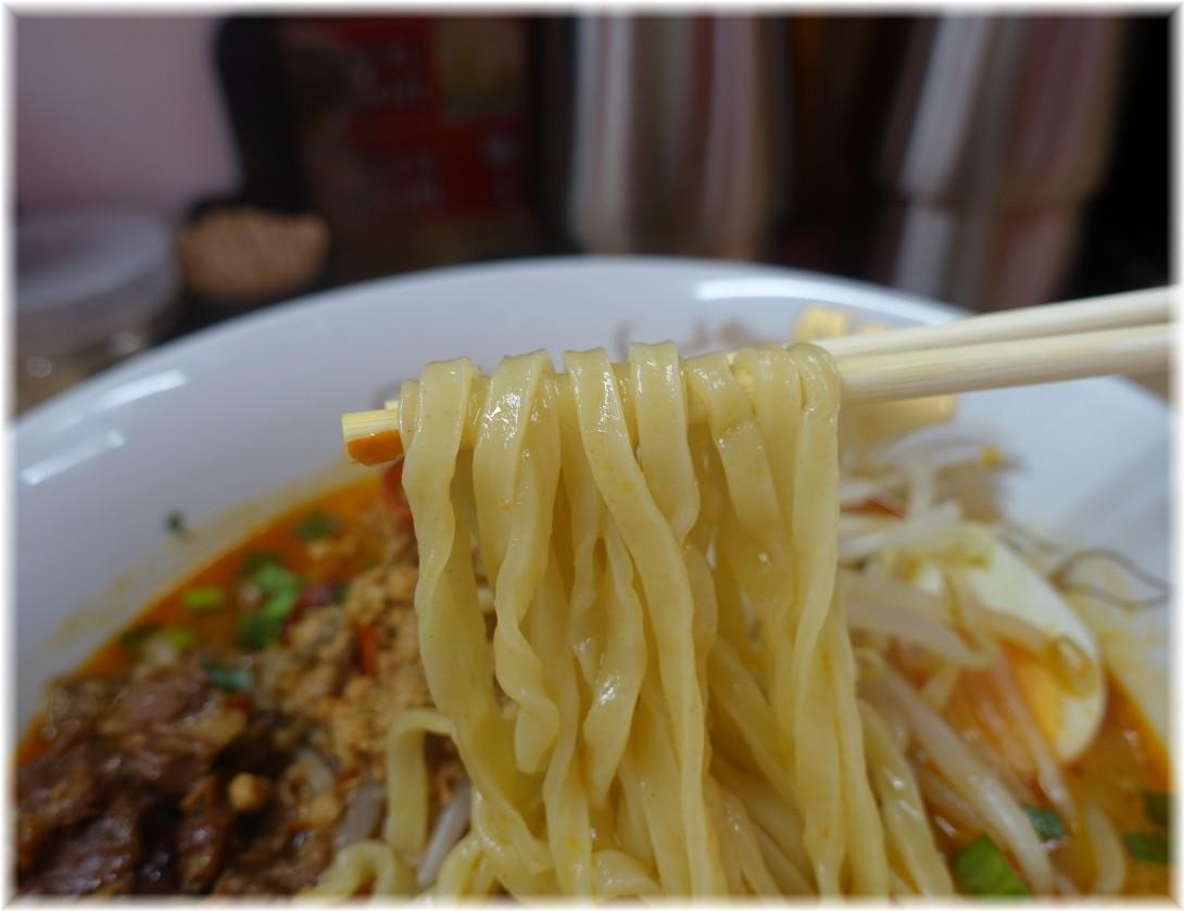 辛幻 山椒うま辛味噌ラーメンの麺