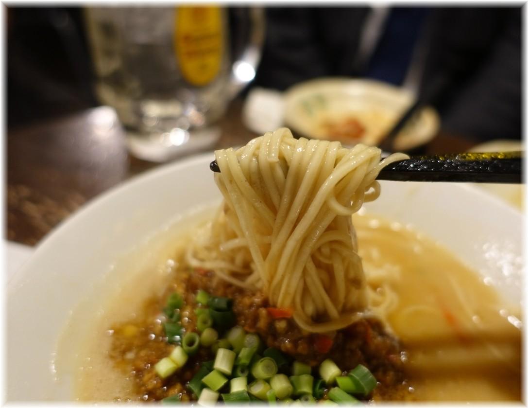 金町製麺9 スパイシーカレー豚骨の麺