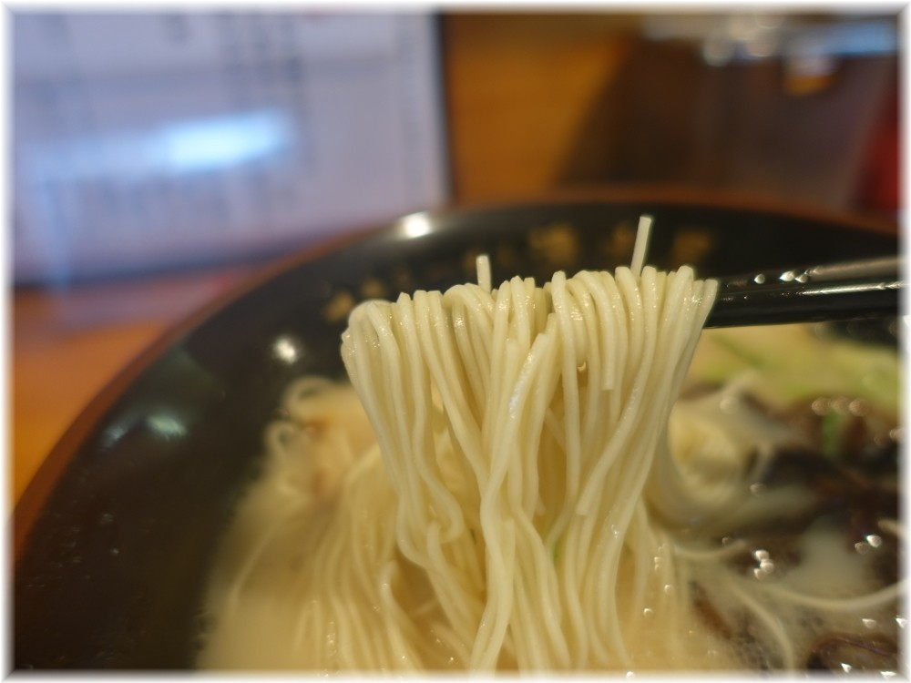 清水屋 博多ラーメンの麺