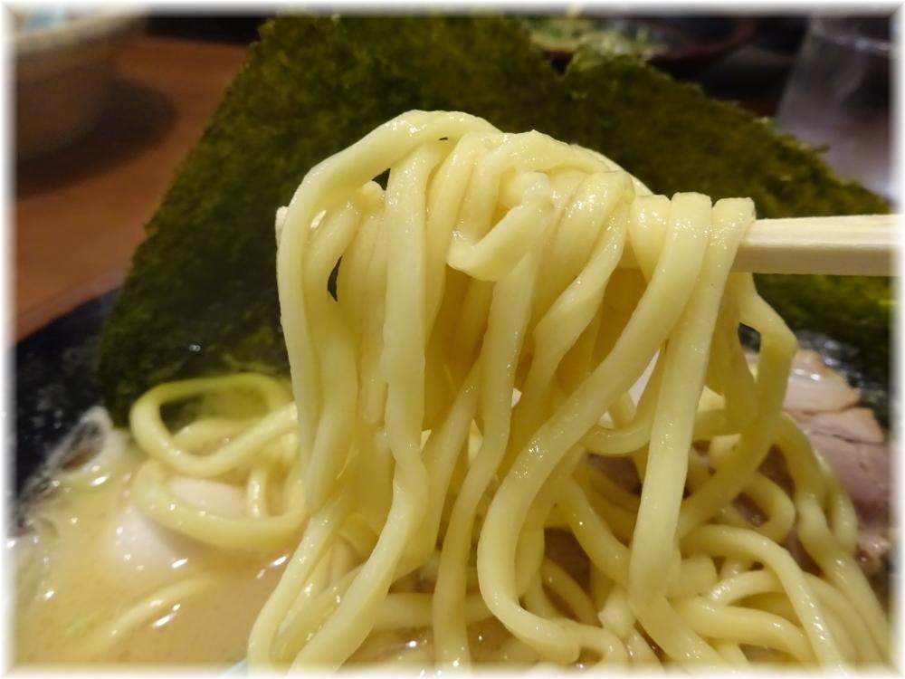 町田商店 ラーメン(並)の麺