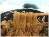虎心房 汁ナシ温麺(温玉・肉入り)の麺