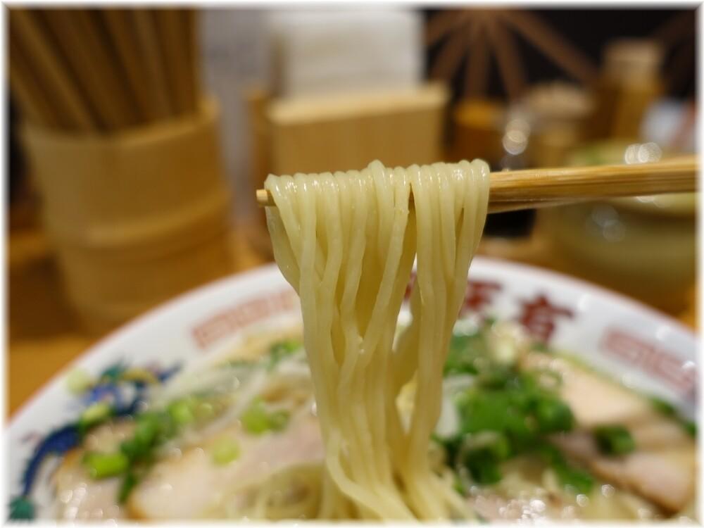 天天有神田店 チャーシューメンの麺