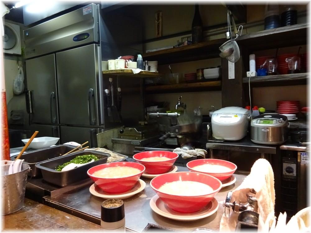 世界のモヒカン文化街店 厨房