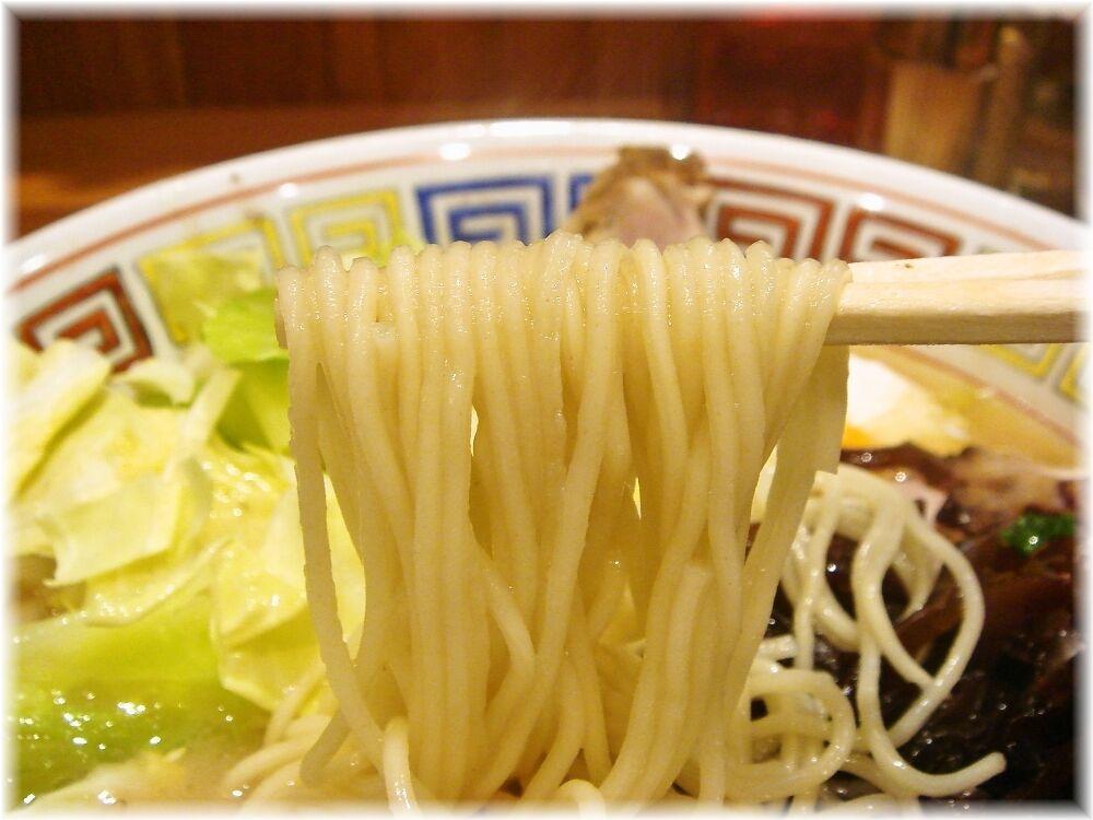 夢亀ラーメン(ユメカメラーメン) 夢亀スペシャルらーめんの麺
