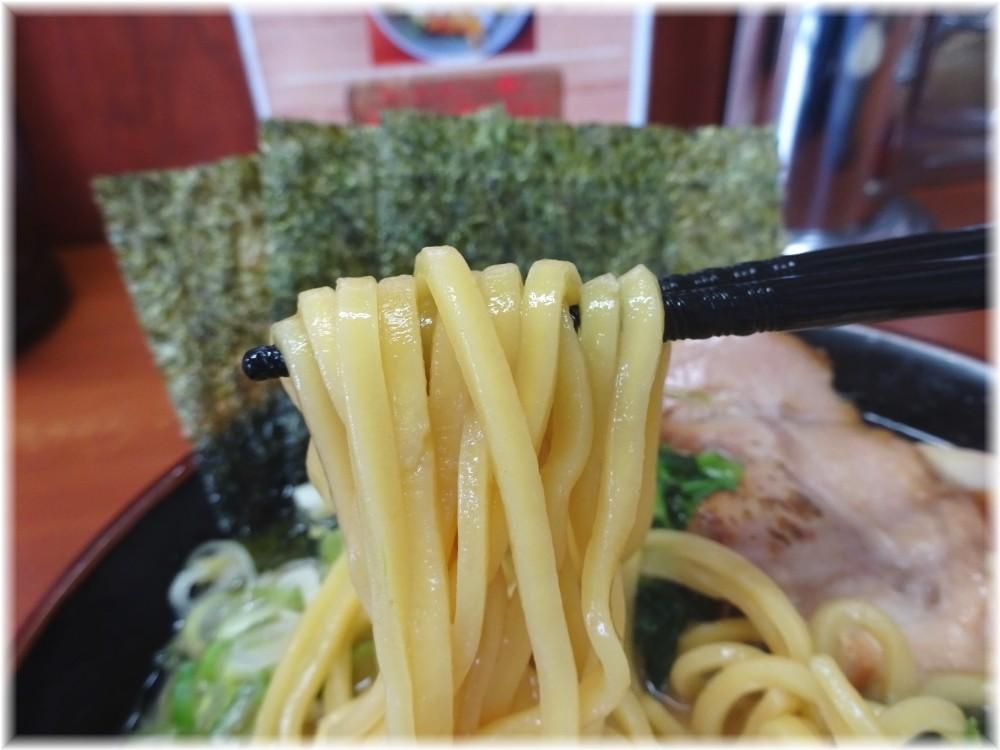松田家 豚骨醤油味玉ラーメンの麺