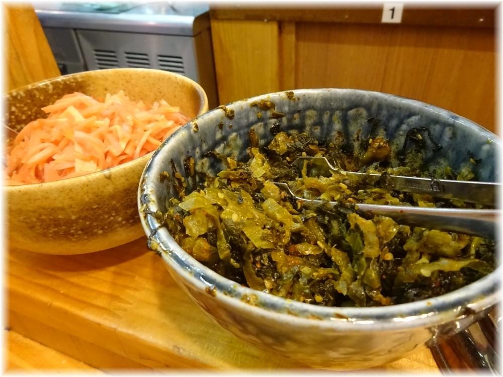 博多ラーメンセンター 卓上の辛子高菜と紅生姜