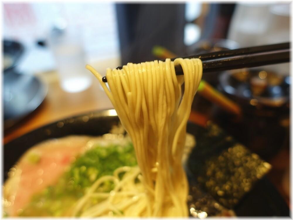 博多一瑞亭三田店7 ラーメンの麺