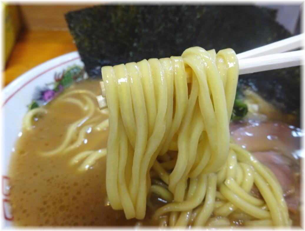 麺家一族 ラーメン(並)の麺