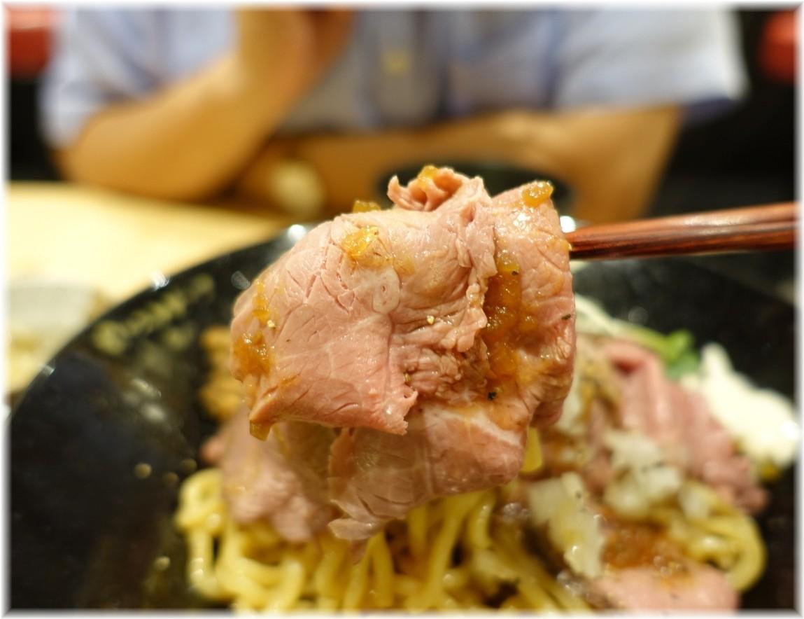 ビースト新橋店 ローストビーフ油そばの肉