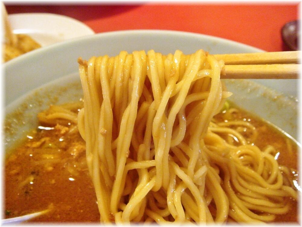 中華しんちゃん 味噌ラーメンの麺