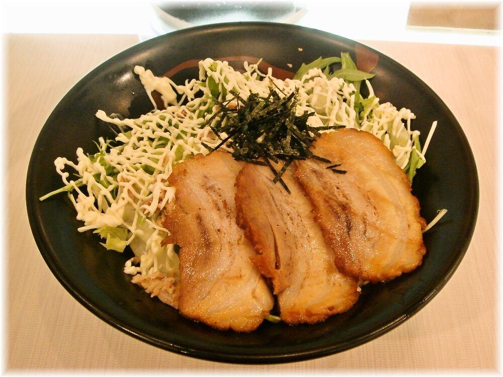 虎心房 汁ナシ温麺(温玉・肉入り)