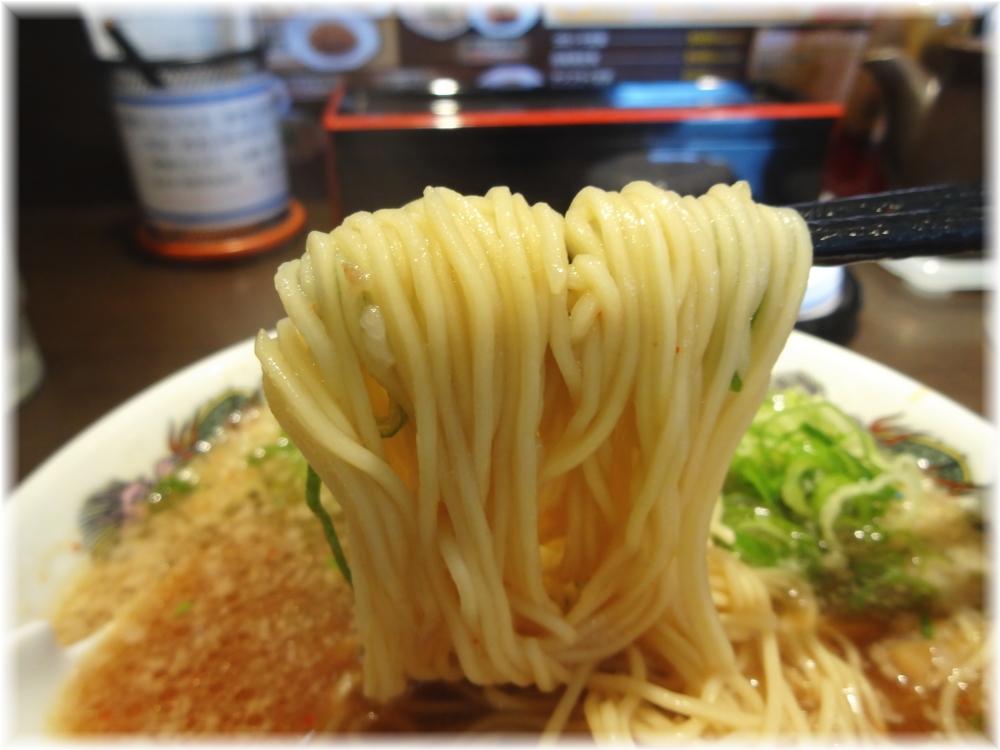 来来亭横須賀佐原店 ラーメン(ネギ多目)の麺