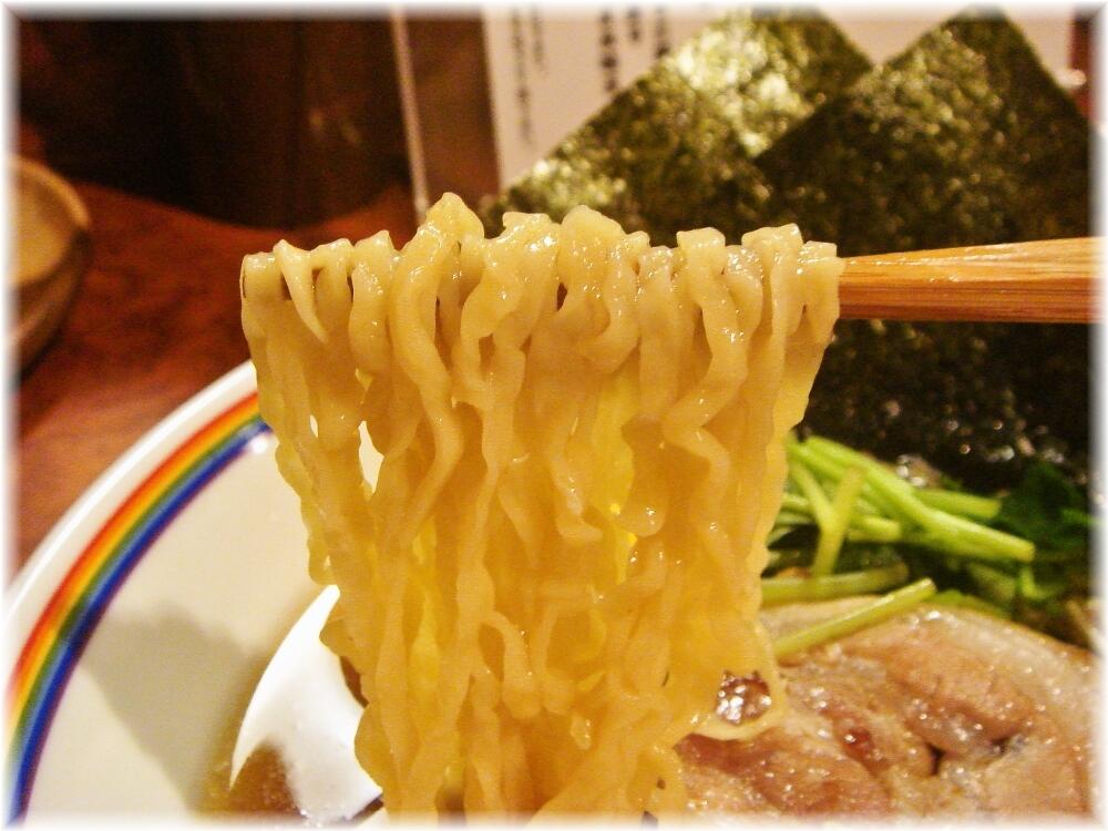 らーめん晴 特らーめん(醤油)の麺