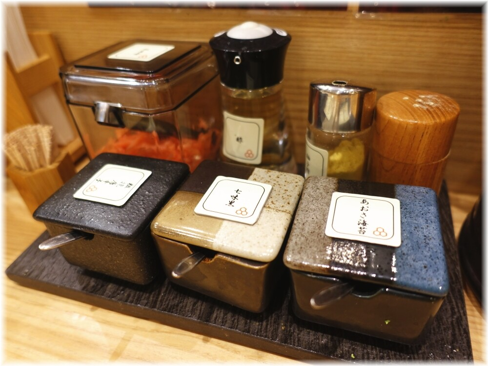 舎鈴田町店3 卓上の調味料