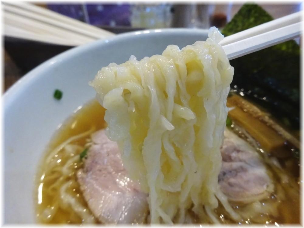 めんごころなつ 鶏清湯の自家製麺の麺