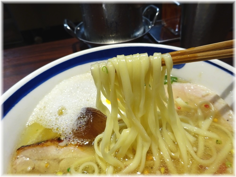This is 中川 クリアー中川の麺