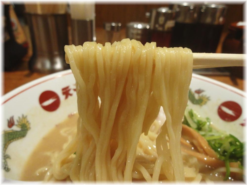 天下一品 新宿西口店 ラーメンの麺
