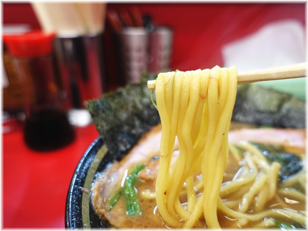 王道家直系 IEKEI TOKYO チャーシューメン(3枚)の麺