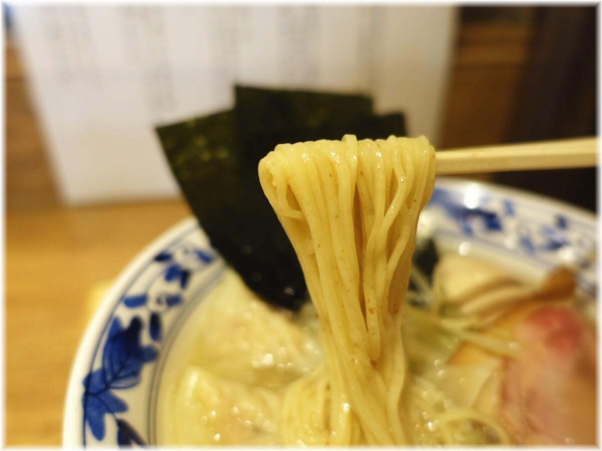 貝出汁らぁ麺虎武 特製貝出汁潮らぁ麺の麺